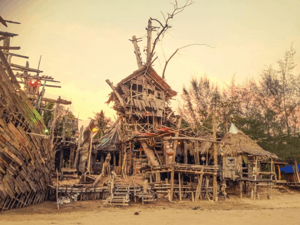 Hippy Bar เกาะพยาม