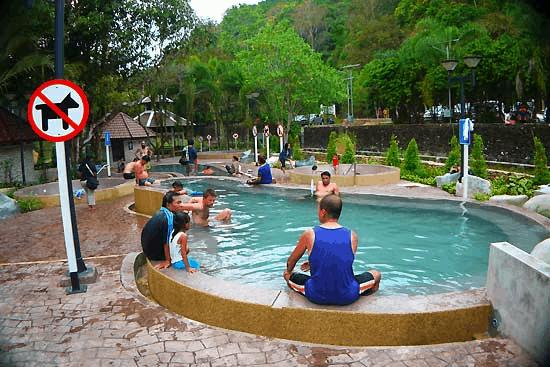 บ่อน้ำร้อน สวนสาธารณะรักษะวาริน